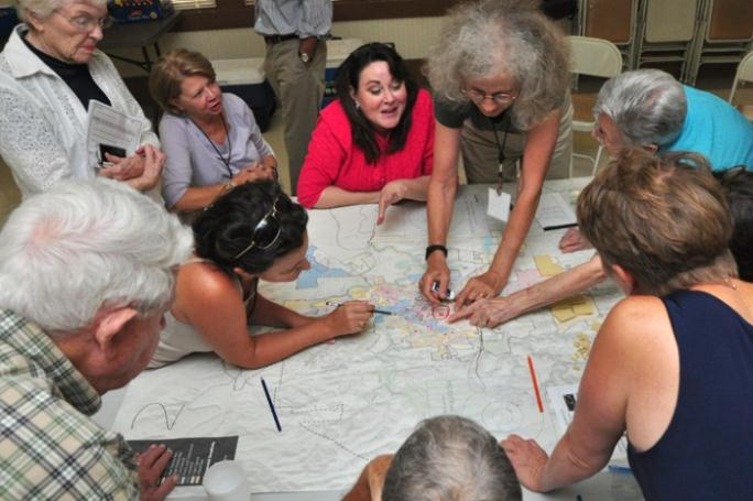 Discussing Over a Map at the Growth Scenario